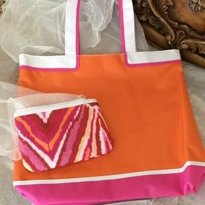Handbags - Two Piece Tote And Cosmetic Bag 💥(3 for $25)
